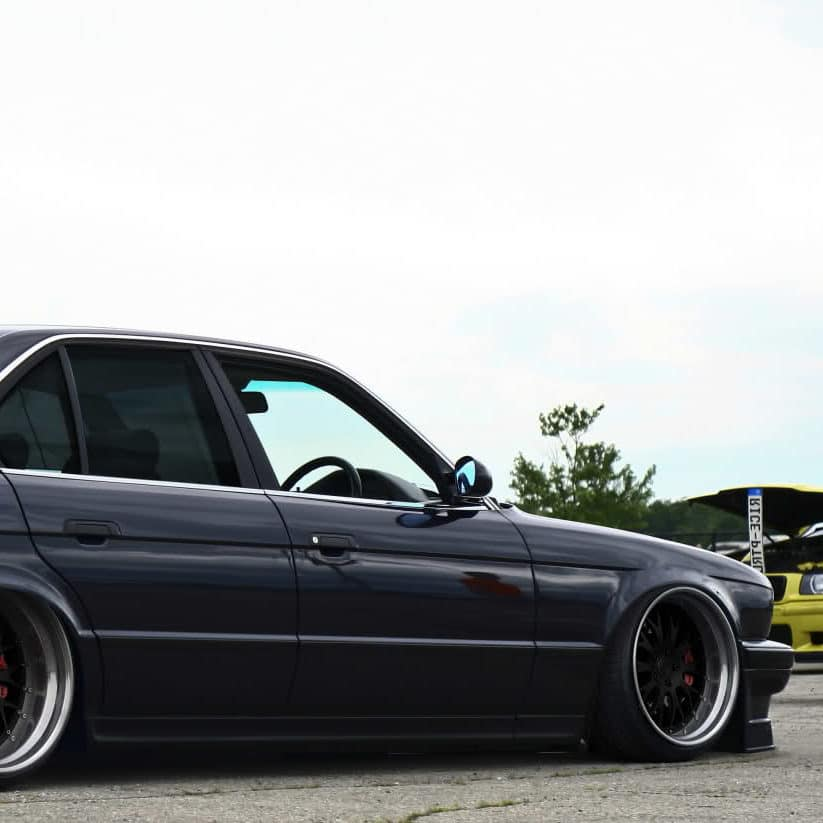 BMW - E32-1.jpg